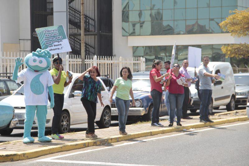 En la semana del Día Mundial del Agua los trabajadores de  Hidrolago realizaron un punto ecológico para concientizar sobre el uso  racional del vital líquido (4)