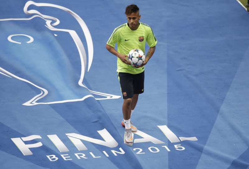 Barcelona's Neymar leaves the pitch after a training session at the O
